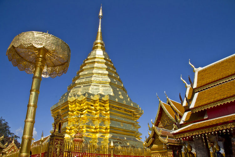 L'incontournable Wat Phratat Doi Suthep surnommé le temple d'or © Flickr CC