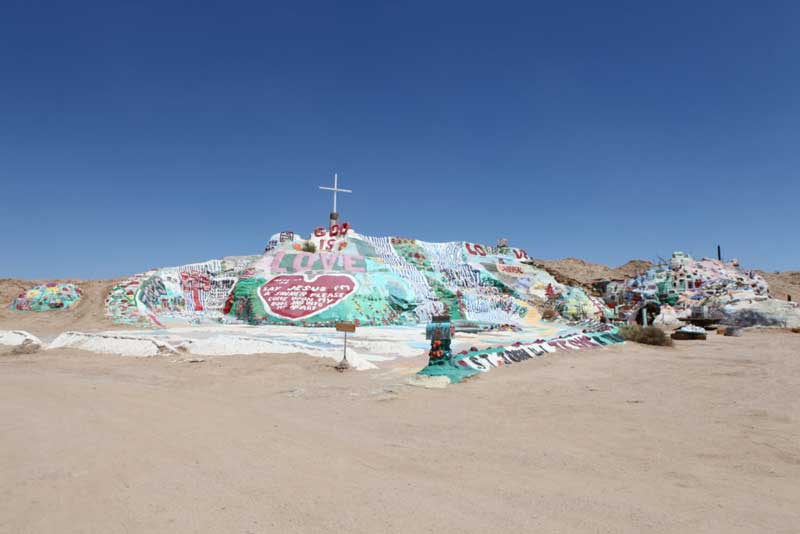 etats_unis_slab_city_salvation_mountain