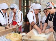 L'ensemble hôtelier du Costa Navarino offre aux touristes une prestation haut-de-gamme, assortie à une réelle éthique et un engagement en faveur du développement durable.