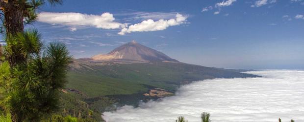 Le volcan Teide dans une mer de nuages
