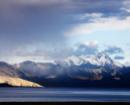 Le lac Tso Moriri au lever du soleil au Ladakh