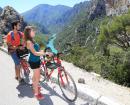 Avec leurs paysages variés, faits de gorges, de montagnes, de garrigues et de forêts, le Luberon et le Verdon se découvrent pleinement à vélo
