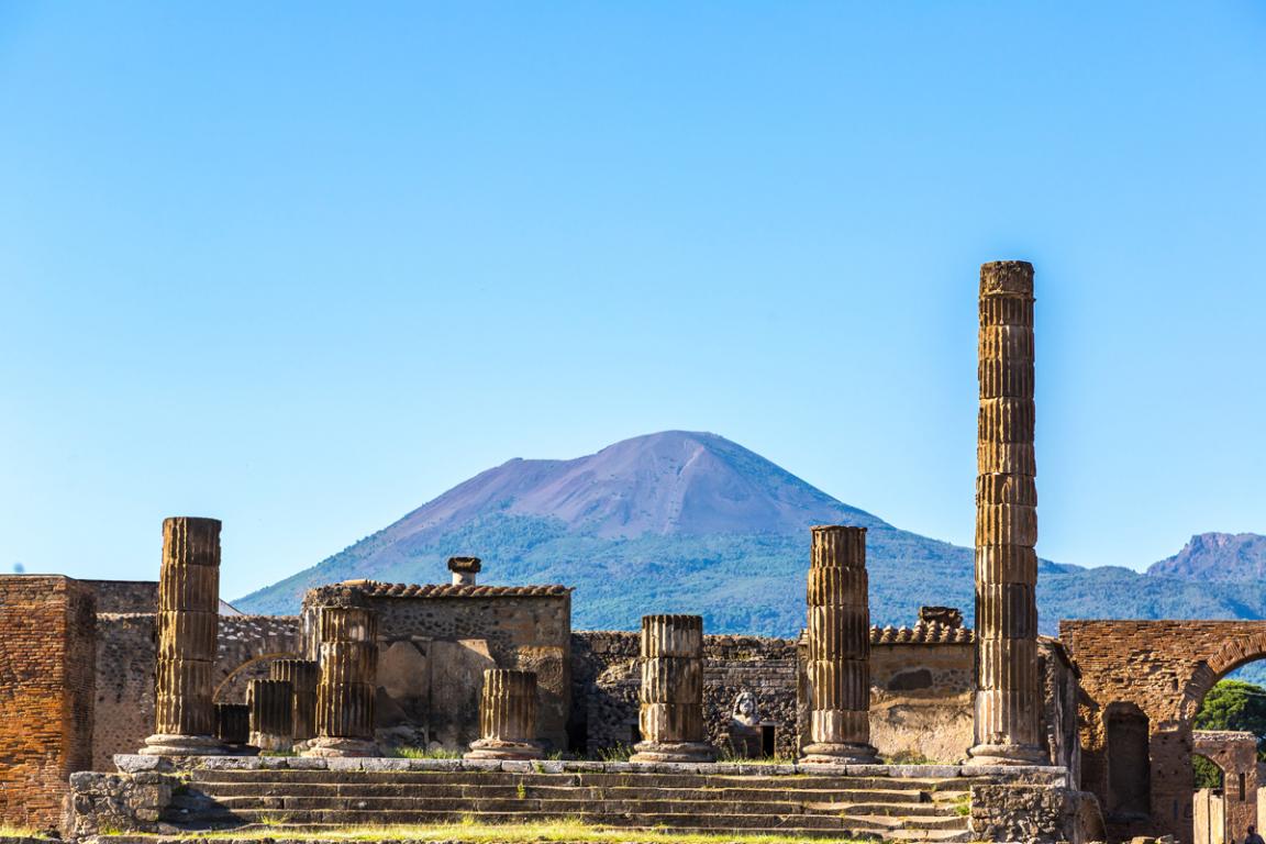 Le Vésuve dominant les ruines de Pompéi