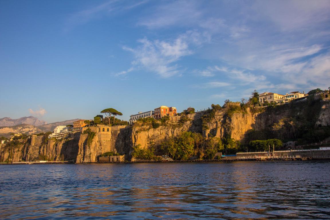 Ville de Sorrente, perchée sur une falaise ©B.Cappronnier