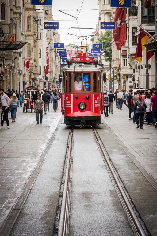 Tramway rouge vers la place Taksim
